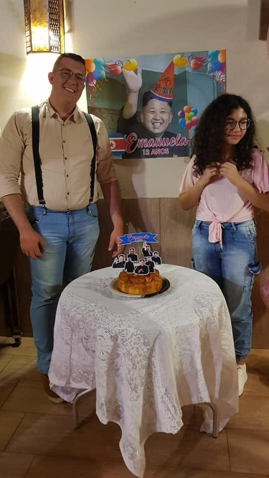 This Brazilian girl is a big fan of K-pop and all Korean culture, so her father without understanding much wanted to personalize her party with the most famous Korean character he found.
